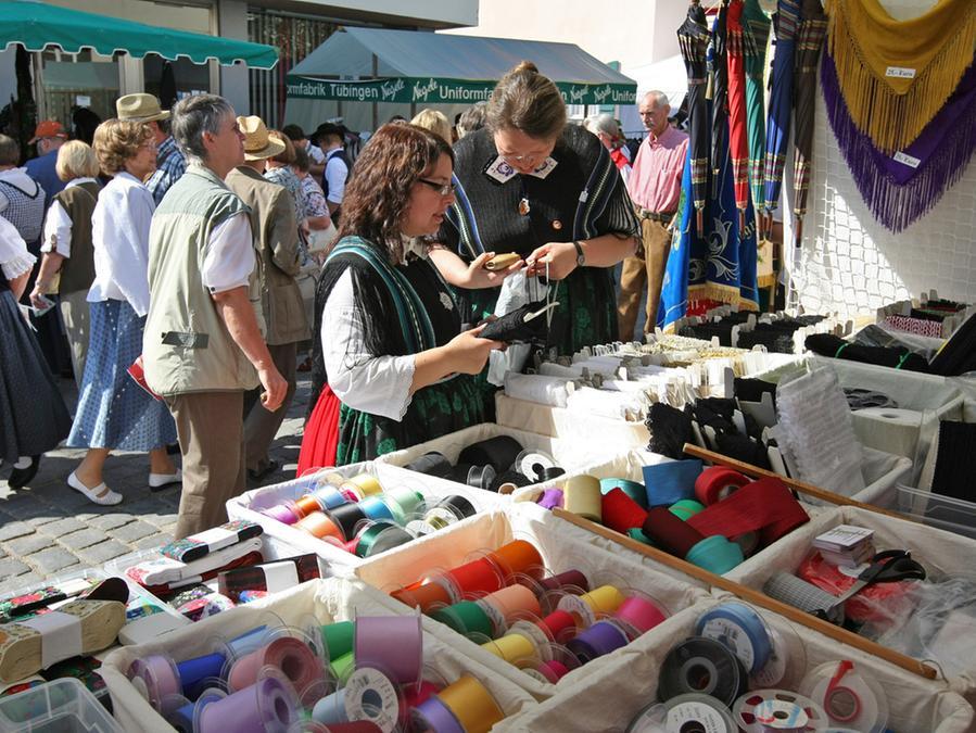 Der Gredinger Trachtenmarkt bietet alles, was zu einer zünftigen Tracht gehört.