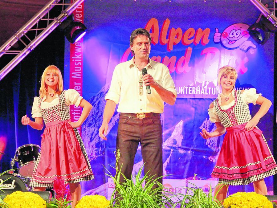 Legten einen guten Auftritt aufs glatte Bühnenparkett: Josef Holzmann, Tina Wieneck und Nina Mulzer.