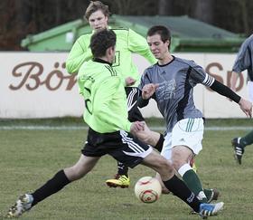 Einen Punkt gab der TSV Rothaurach (rechts) beim gestrigen 1:1 dem SV Leerstetten mit nach Hause. Dabei wollten die Gastgeber doch Boden gut machen.