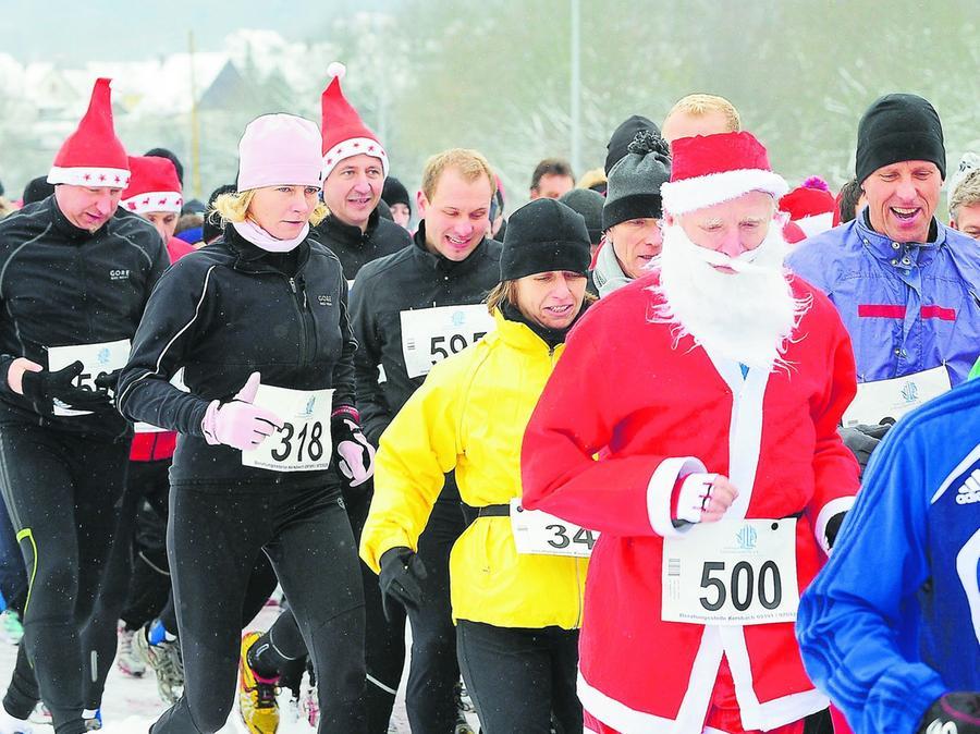 Im vergangenen Jahr waren zahlreiche Nikoläuse unter den Läufern.