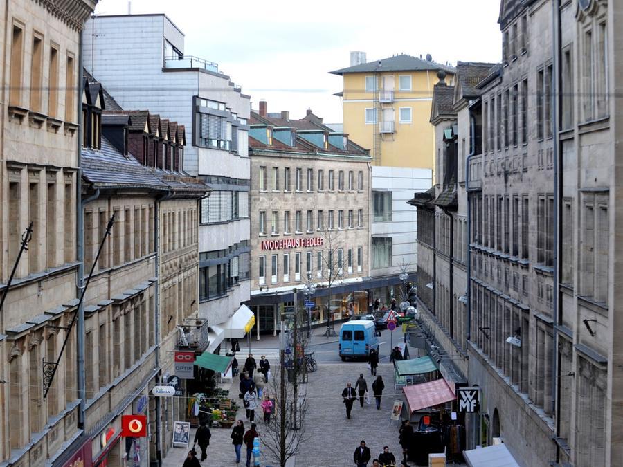 Zentrales Projekt der Fürther Kommunalpolitik in den nächsten Jahren ist ein neues, attraktives Einkaufszentrum. Es soll im Herzen der Kleeblatt-Stadt, an der Rudolf-Breitscheid-Straße (im Hintergrund), entstehen.