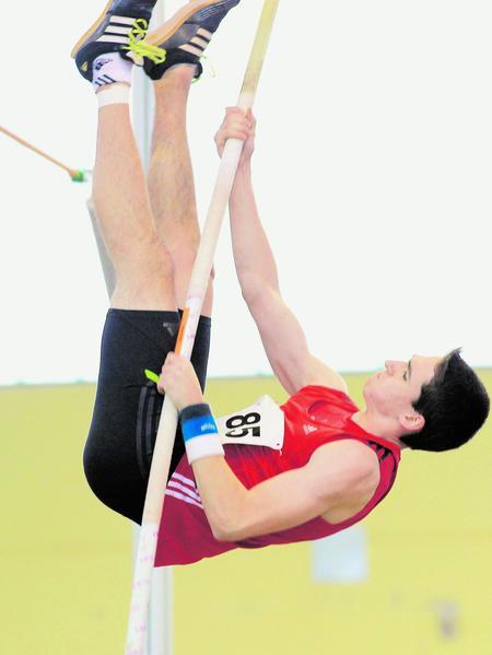 André Zahl sicherte sich mit persönlicher Bestleistung von 4,20 Metern den bayerischen Meistertitel im Stabhochsprung der U18.