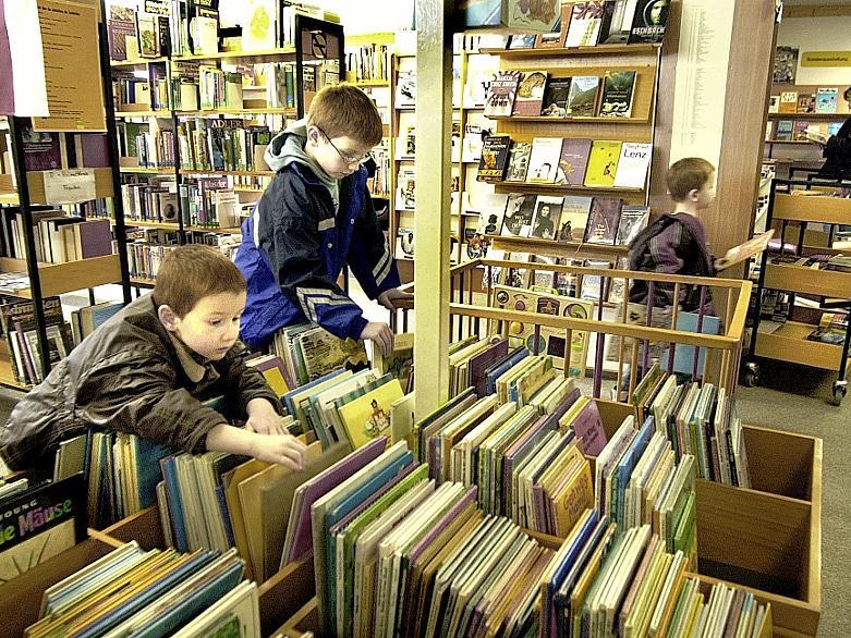 Büchereien wie die auf dem Bild Gezeigte in Uttenreuth, sind beliebte Anlaufpunkte — das gilt auch für Pfarrbüchereien, zumindest in ländlichen Gegenden und den Randbezirken von Großstädten.