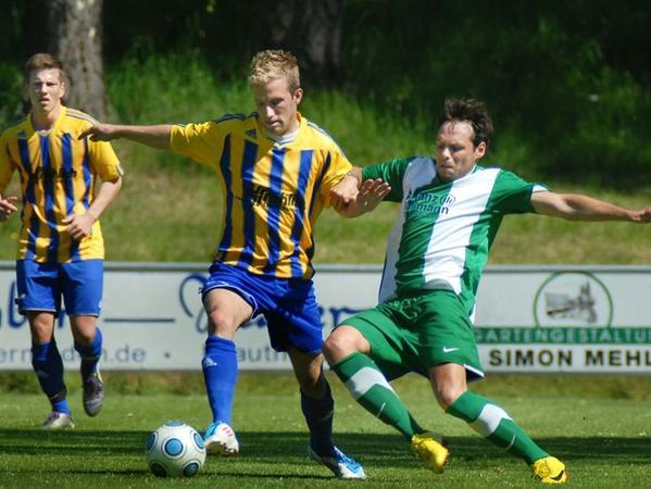 Zurück in Neunkirchen ist Michael Köhler (grünes Trikot, hier gegen Post SV Nürnberg), der ein halbes Jahr BOL in Baiersdorf spielte.