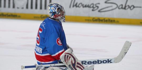 Patrick Ehelechner, hier noch im Trikot der Nürnberg Ice Tigers, wird in der kommenden Saison neue Nummer eins bei den Augsburger Panthern. (Archivbild)