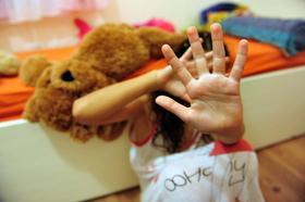 Laut einer aktuellen Umfrage sind 3,9 Prozent der 14- bis 16-Jährigen in Bayern bereits Opfer von sexuellem Missbrauch geworden.