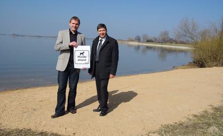 Am Altmühlsee gibt es heuer erstmals einen eigenen Hundestrand, wie Verbandschef Joachim Federschmidt und Geschäftsleiter Daniel Burmann andeuten.