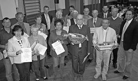 Weil sie ihrem Verein über viele Jahrzehnte treu geblieben sind, ehrte die TSG 08 Roth langjährige und engagierte Mitglieder.