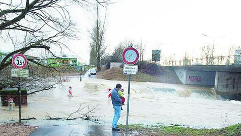 Immer häufiger, warnten die Experten auch in Effeltrich, werde auch unsere Region von Hochwassern bedroht werden, hier eine Überschwemmung am Ochsenklavier im Forchheimer Süden.