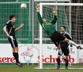 Dreimal schlug es vergangene Woche bei TSG 08 II-Torhüter David Rudin im Rother Derby gegen die Spielvereinigung ein. An diesem Spieltag muss die BOL-Reserve nach Weißenburg, die SpVgg erwartet Absberg.
