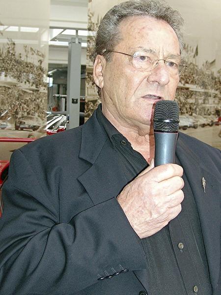Bei Altmeister Fritz Neuser fand die Präsentation des Radsport-Teams statt.