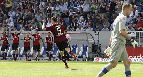 Torjäger im Dienst: Tomas Pekhart dreht nach seinem 1:0 gegen Hoffenheim zufrieden ab, später ließ er noch das 3:1 folgen. Sein achter und neunter Saisontreffer.