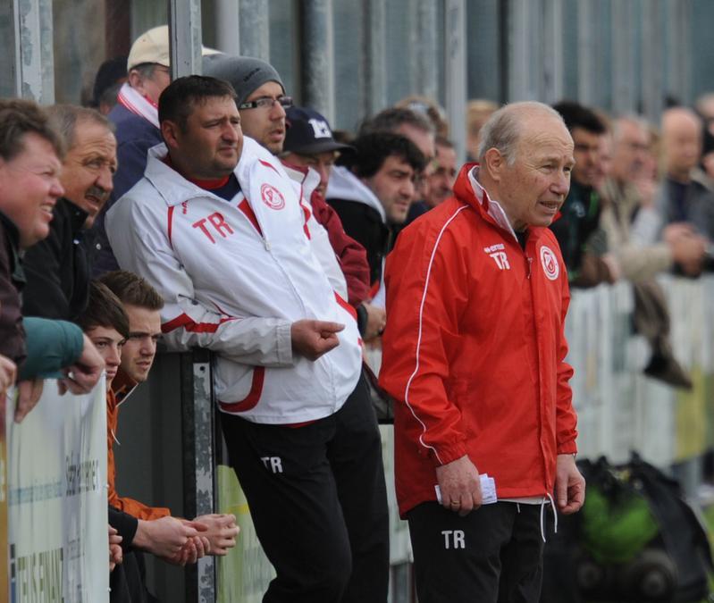 SVS-Trainer Karsten Wettberg (vorne).