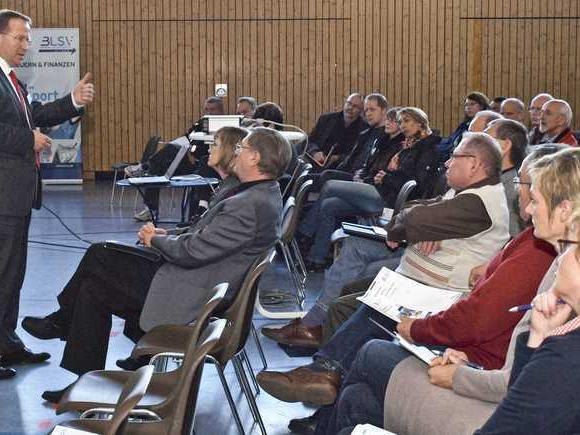 """BLSV-Bezirksvorsitzender Jörg Ammon legte den Vereinsvertretern in seinem Referat über """"Steuern & Finanzen"""" einen sorgfältigen Umgang mit steuer- und sozialversicherungsrechtlichen Angelegenheiten ans Herz."""