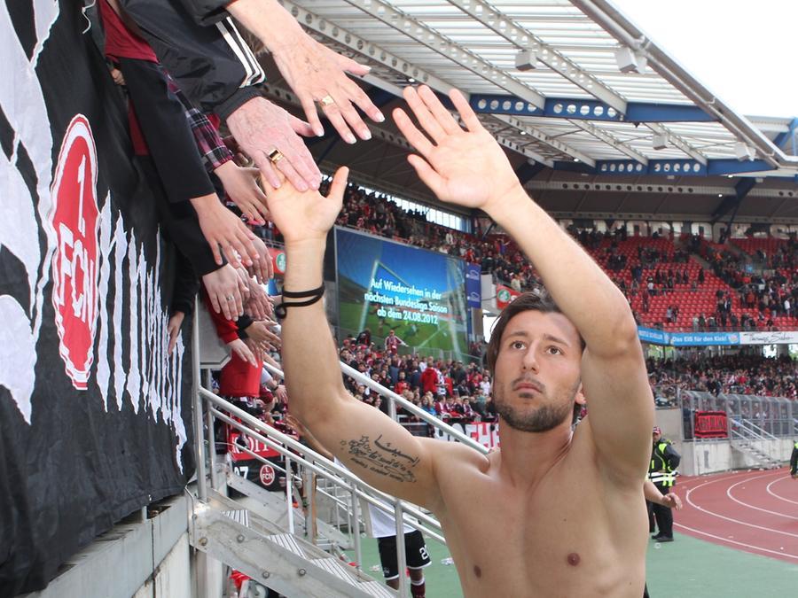 """""""Ich habe meinen Teil dazu beigetragen, dass der Verein da steht, wo er steht"""": Dominic Maroh am Samstag auf seiner Abschiedsrunde."""