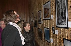"""""""Picture it"""" nennt sich eine Ausstellung im Bunker, in der Bilder zu sehen sind, deren Motive sich dem Thema """"Glauben"""" widmen."""