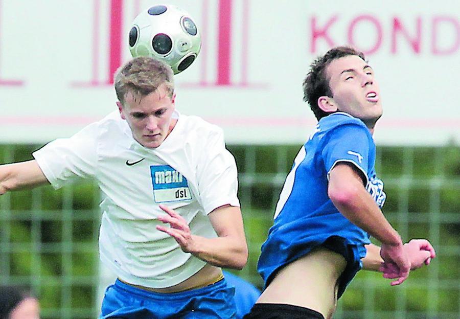 """Der TSV Ebermannstadt (weißes Trikot) könnte in dieser Saison noch zum Zünglein an der Waage werden in Sachen Meisterschaft — dabei können die """"Ebser"""" selbst nicht mehr ganz oben mitspielen."""
