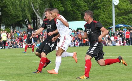 Beim Freundschaftsspiel gegen Leutershausen klagte Daniel Didavi über Schmerzen in seinem  wegen eines gerissenen Meniskus' operierten linken Knie. Ein Knorpelschaden ist zu befürchten.