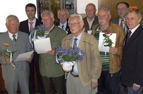 Der CSU-Ortsverband ehrte langjährige Mitglieder (v. li.): Wolfgang Welker (50 Jahre), MdB Stefan Müller, Ernst Dassler (65), Anton Scharf (50), Georg Dummer (65), Josef Fischer (50), Günther Düngfelder (40), Paul Hubmann (40) und Vorsitzender Kurt Zollhöfer.