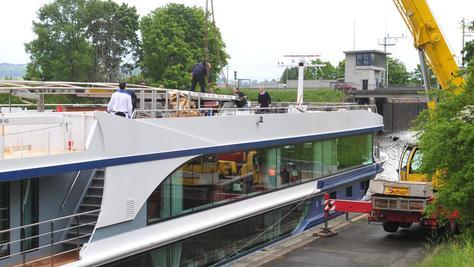 Schiffshavarie im Main-Donau-Kanal bei Der Schleuse Forchheim  im Ortsteil Buckenhofen/Forchheim