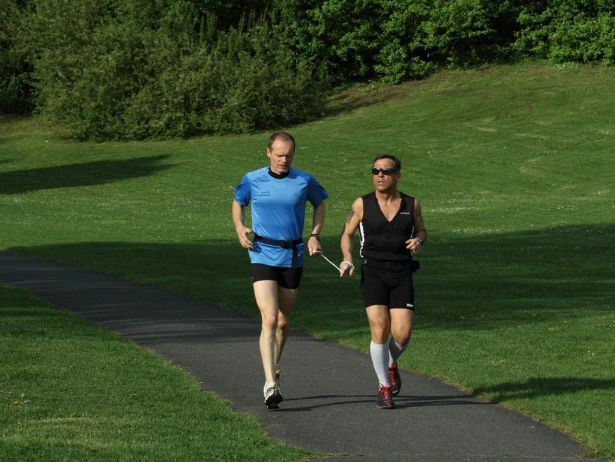 Ein Schwerpunkt ist derzeit das Lauftraining - so wie hier mit Günther Donath im Marienbergpark.