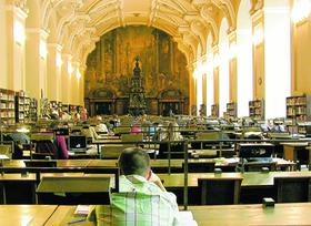 Studenten büffeln in der Bibliothek des Klementinums in Prag. Die Zahl der hochqualifizierten Uniabsolventen aus Osteuropa, die es nach Franken zieht, soll in den nächsten Jahren steigen.