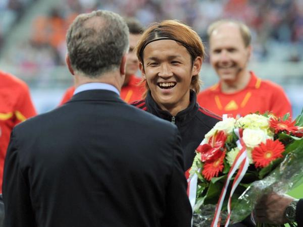 Am Dienstag gab es die Abschiedsblumen vom FC Bayern. In der nächsten Saison spielt Takashi Usami für die TSG Hoffenheim.