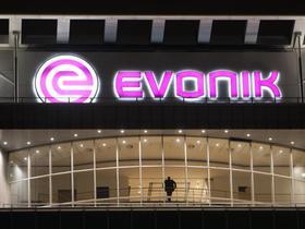 Der Chemiekonzern Evonik soll seinen Besitzern nun Milliarden in die Kasse spülen. Schon in vier Wochen könnte der Gang an die Börse erfolgen, doch es bleiben große Unsicherheiten.