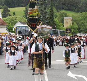 Die Almrauscher aus Neumarkt boten mit vielen großen und kleinen Leuten im Umzug einen Hingucker. Mehr Fotos unter www.nm-online.de.