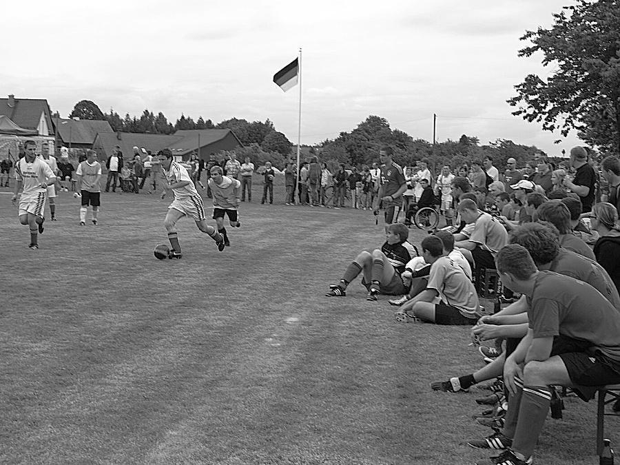 Mit einem Kleinfeldfußballturnier von acht Hobbyfußballmannschaften wurde  der Breitenlesauer Sportplatz seiner Bestimmung übergeben.