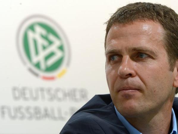 Oliver Bierhoff warnt die deutschen Nationalspieler vor einem unerwarteten EM-Aus am Sonntag gegen Dänemark.