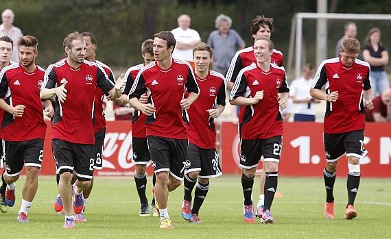Ja, wo laufen sie denn? Markus Mendler (Zweiter von rechts, vor Timm Klose) ist endlich wieder dabei — eine Rückenverletzung hatte ihm in den vergangenen Monaten arg zugesetzt.