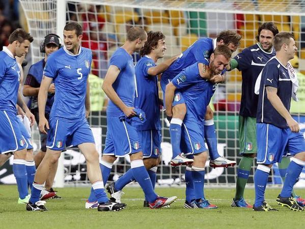 Jubel nach dem Elfmeterschießen: Italiens Spieler feiern den Einzug ins EM-Halbfinale.