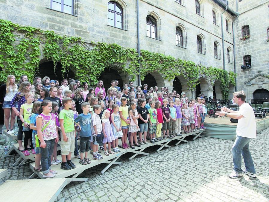 Bereit für den großen Auftritt: Die Jungs und Mädels proben für ihr Jahreskonzert im historischen Universitätshof in Altdorf.