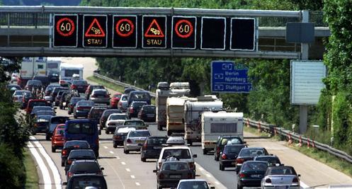 Kein Weiterkommen: Nach einem Unfall auf der Autobahn steckte der SV Fortuna Regensburg auf der Autobahn fest und verpasste sein Landesligaspiel in Bogen.