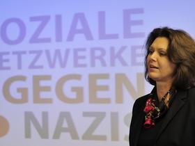 Bundesagrarministerin Ilse Aigner spricht am 11.10.2010 in Berlin auf einer Pressekonferenz anlässlich des Kampagnen-Starts «Soziale Netzwerke gegen Nazis».