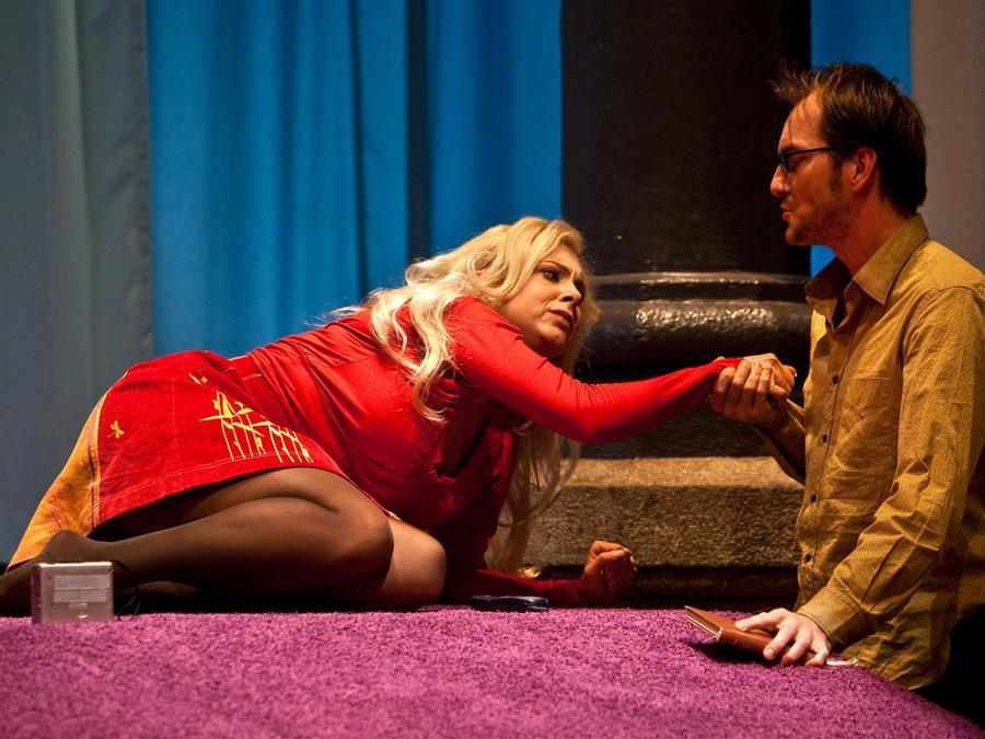 Esther Kuhn als Katja Schuurmann und Herbert Schäfer als Pierre Peters.