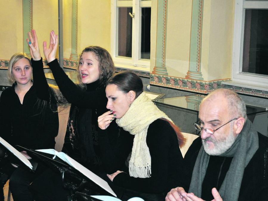 Machten mit ihrer szenischen Lesung Appetit auf den Besuch des Winterwandeltheaters im Freilandmuseum (von links): Maria Mangott, Stefanie Krümpel, Saskia Leder und Peter Huber.
