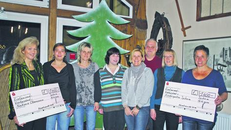 Große Freude herrschte bei der Spendenübergabe (von links): Dr. Zitta Lulay-Saad, Sara Feldmann-Heide, Sonja Aurich, Simone Haag, Daniela Flory, Klaus Siebe, Brigitte Graf und Christine Bär.