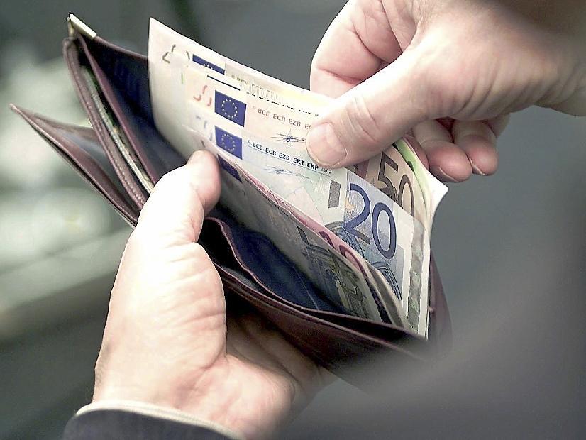 Trick-Betrügerinnen greifen dreist in Geldbeutel