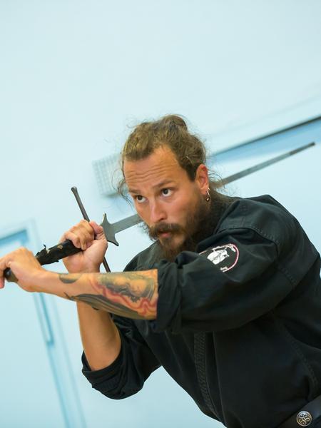 """SamSon: Schwertkampf..Sebastian Linstädt trainiert dort mit dem """"schwedischen Yoda"""" Axel Pettersson (weißes T-Shirt)..Foto: (c) RALF RÖDEL / NN"""