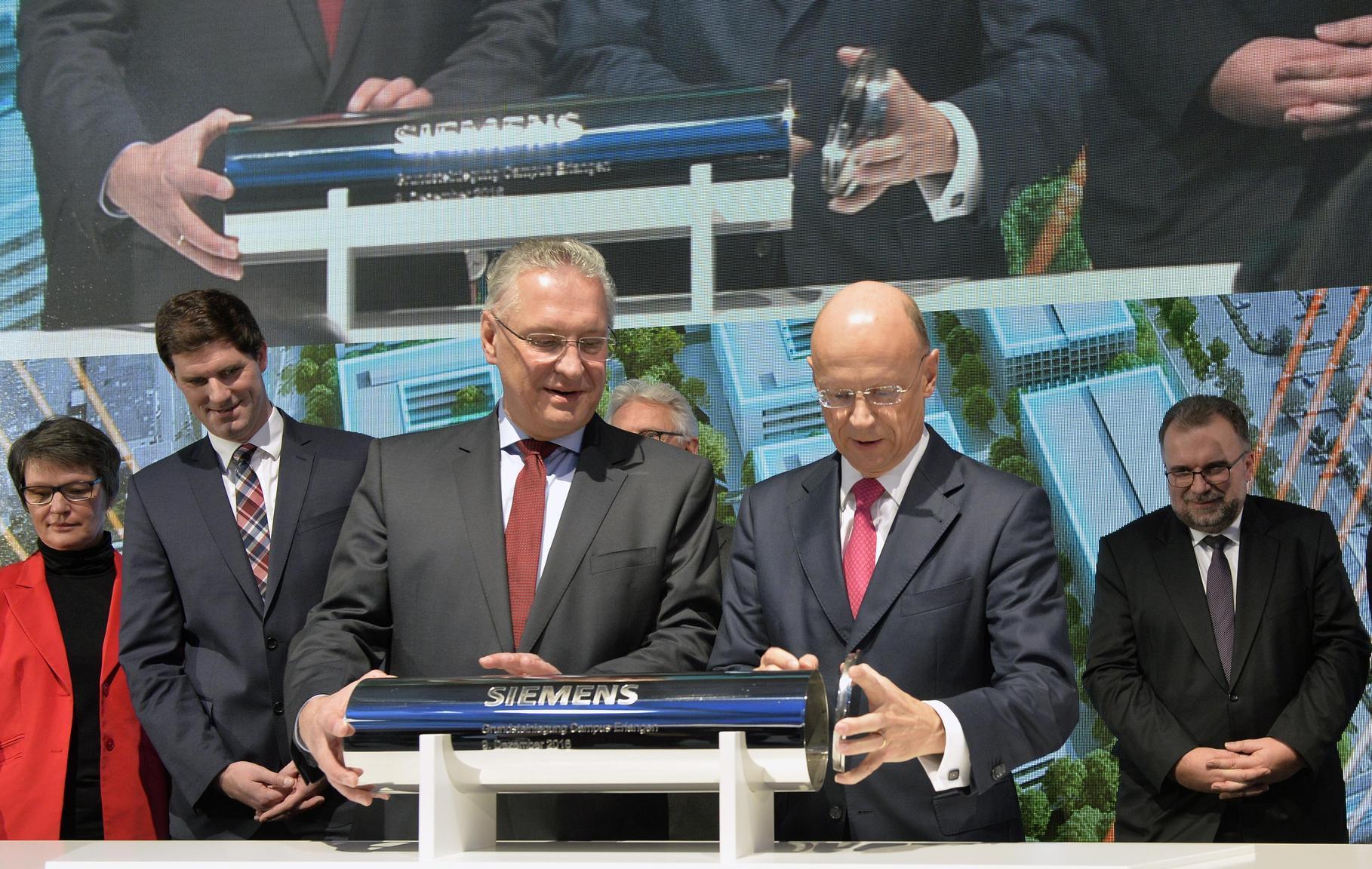 MITTELFRANKEN: Grundstein des 500-Millionen-Projekts Siemens-Campus gelegt