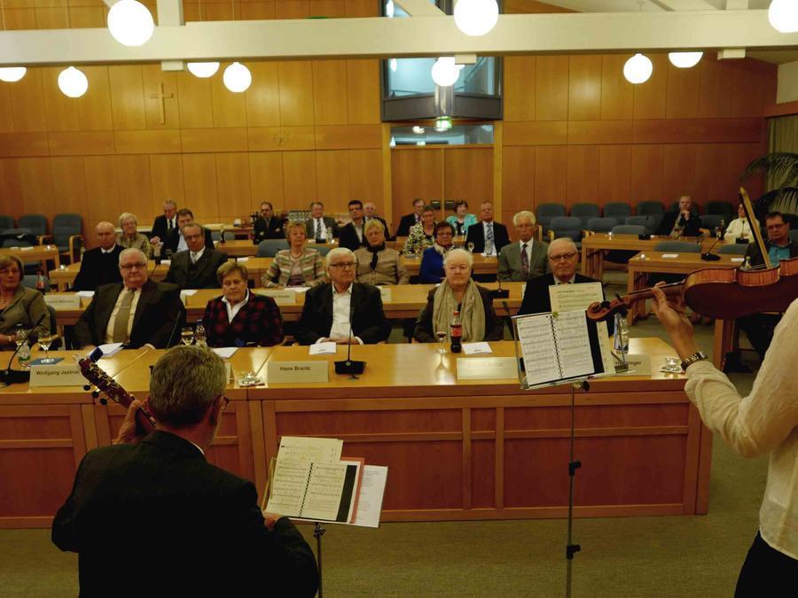 Zu den hohen Auszeichnungen war im Sitzungssaal des Landratsamtes für einen festlichen Rahmen mit musikalischen Beiträgen gesorgt.