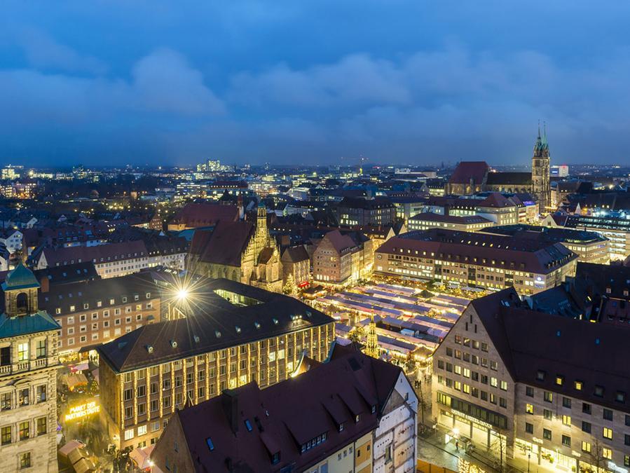 Blick über den Nürnberger Christkindlesmarkt