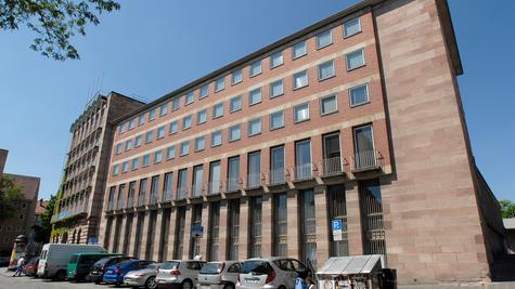 Die Fassade des Pellerhauses stammt aus dem Jahr 1957. Auch der Verein Stadtbild Deutschland spricht sich für Abriss und Rekonstruktion nach historischem Vorbild aus.