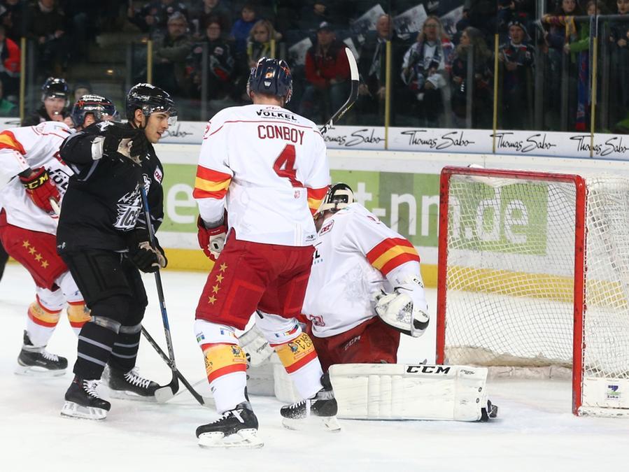 Yasin Ehliz (Archivbild) beförderte die Ice Tigers in Düsseldorf immerhin in die Overtime. Im Penaltyschießen mussten sich die Nürnberger dann jedoch der DEG beugen.