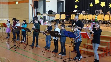 """Einen überzeugenden Beleg erfolgreicher Förderung der Jugend bot der Nachwuchs beim Neujahrskonzert der """"Musikschule im Landkreis""""."""