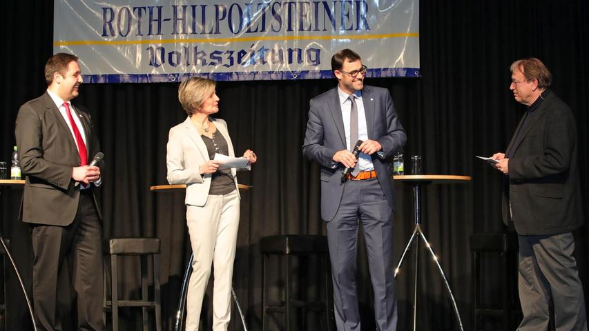 Andreas Buckreus (l.) und Ralph Edelhäußer (2.v.r.) stellen sich den Fragen von Carola Scherbel und Detlef Gsänger.