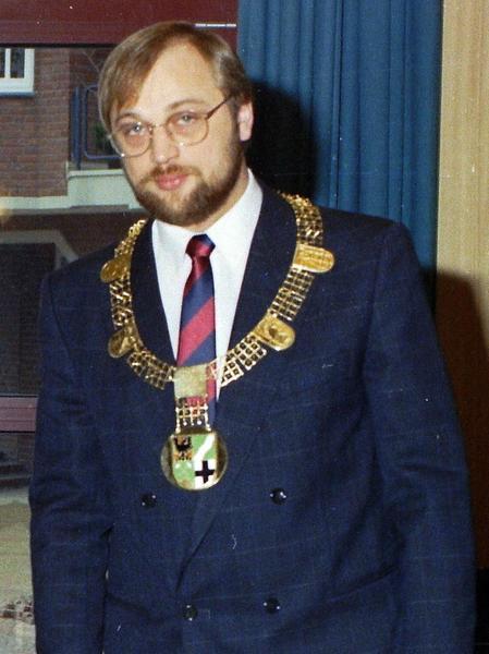 Sechs Kilometer nördlich von Aachen findet man die ehemalige Bergbaustadt Würselen. Von 1987 bis 1998 durfte Martin Schulz sich in seiner Heimatkommune die Amtskette des Bürgermeisters umhängen. Er war damals das jüngste Stadtoberhaupt in ganz Nordrhein-Westfalen.