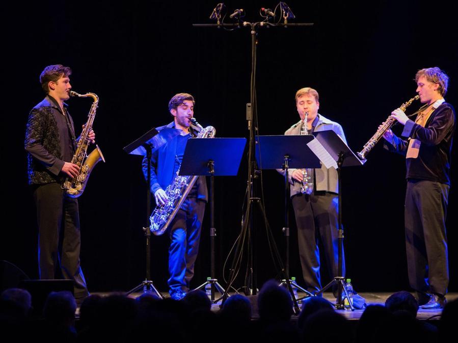 Ohne jede weitere Begleitung präsentierte das Saxophon-Ensemble ein organisches Miteinander.